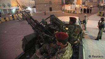 Houthi fighters in army uniform outside the presidential palace in Sanaa