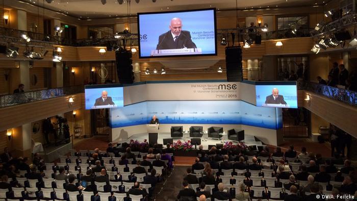 Großer Tagungssaal bei der Münchner Sicherheitskonferenz. (Foto: DW/Adelheid Feilcke)