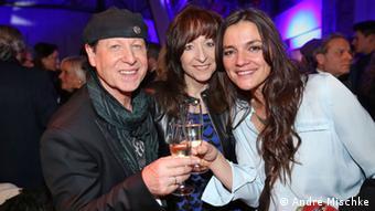 Scorpions-Film-Premiere Klaus Meine, seine Ehefrau Gabi und Regisseurin Katja von Garnier