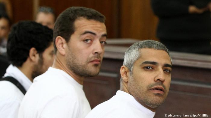 Australian journalist Peter Greste (R), Canadian-Egyptian journalist Mohammed Fahmy (C) and journalist Baher Mahmoud (L) standing in front of the judge's bench during their trial for allegedly supporting a terrorist group and spreading false information, in Cairo, Egypt (Photo: EPA/KHALED ELFIQI)