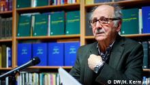 Titel: Aramesh Dustdar Bildbeschreibung: Vortrag mit Dr. Aramesh Dustdar (Doustdar) in der Forough-Bücherei in Köln am Samstag, den 07.02.2015. Aramesh Dustdar (geboren in Tehran) ist der Iran Philosoph, Schriftsteller, Gelehrter und ehemaliger Philosophie-Vortragender an der Tehran Universität (Tehran Universität). Dustdar erhielt Doktorgrad in der Philosophie (Philosophie) von der Universität Bonn (Universität Bonns). Schlagworte: Iran, Aramesh Dustdar, Aramesh Doustdar Lizenzfrei Quelle: Hossein Kermani