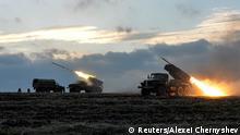 Ukraine Soldaten Raketenwerfer Raketen auf Donezk
