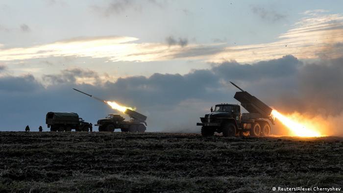 Ukraine Soldaten Raketenwerfer Raketen auf Donezk (Reuters/Alexei Chernyshev)