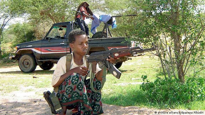 Kindersoldat vor Kämpfen in Somalia