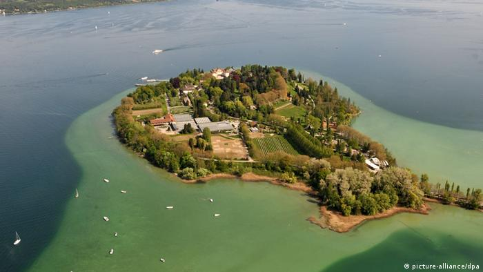 The flower island of Mainau - Baden-Württemberg