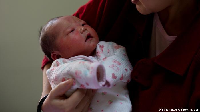 去年中国新生儿数量大幅下降。