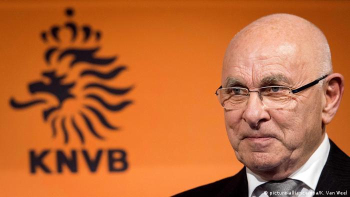 Van Praag, rival de Blatter, retira su candidatura a presidir la FIFA