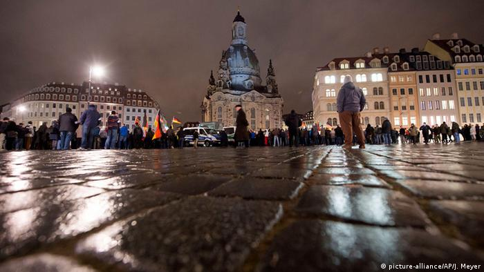PEGIDA Demonstration in Dresden 09.02.2015 (Foto: AP)