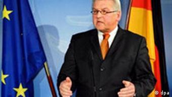 Außenminister Frank-Walter Steinmeier gibt Susanne Osthoffs Freilassung bekannt