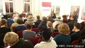 """Deutschland, Veröffentlichung des Buchers """"Mosambikanische Vertragsarbeiter in der DDR-Wirtschaft"""""""