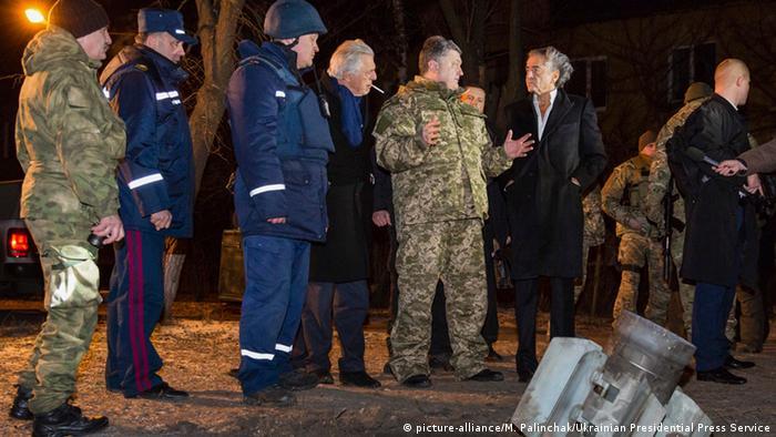 Ukraine Kramatorsk Besuch Poroschenko nach Raketenbeschuss 10.02.2015