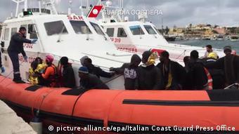 Чернокожие люди в лодке