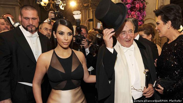 Kim Kardashian and Richard Lugner at the Vienna Opera Ball 2014 (picture-alliance/dpa/EPA/H. Pfarrhofer)