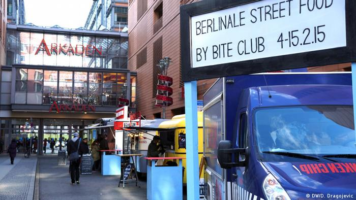 Food trucks during the Berlinale in 2015. Copyright: DW/Dunja Dragojevic