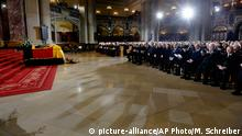 11.02.2015 * The coffin of former German President Richard von Weizsaecker sits in the Berlin Cathedral during the state funeral service in Berlin, Wednesday, Feb. 11, 2015. (AP Photo/Markus Schreiber, Pool)