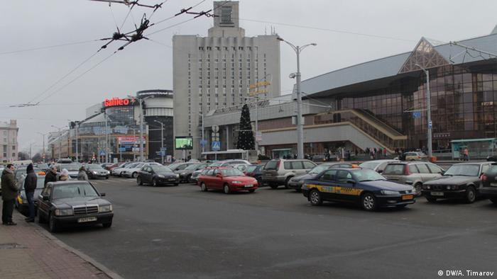 Автомобили на одной из улиц Минска