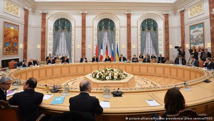 Weißrussland Minsk Ukraine Konferenz Verhandlungsraum