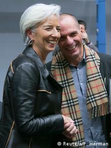 Глава МВФ Кристин Лагард и министр финансов Греции Янис Варуфакис улыбаются