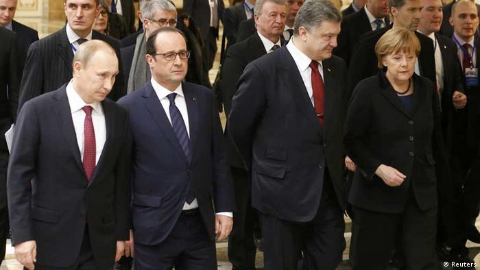 Путин, Олланд, Порошенко и Меркель позируют для фотографов в ходе саммита по урегулированию украинского кризиса в Минске