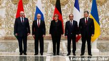 11.02.2015 * Belarus' President Alexander Lukashenko (L), Russia's President Vladimir Putin (2nd L), Ukraine's President Petro Poroshenko (R), Germany's Chancellor Angela Merkel (C) and France's President Francois Hollande pose for a family photo during peace talks in Minsk, February 11, 2015. The four leaders meeting on Wednesday for peace talks in Belarus on the Ukraine crisis are planning to sign a joint declaration supporting Ukraine's territorial integrity and sovereignty, a Ukrainian delegation source said. REUTERS/Grigory Dukor (BELARUS - Tags: POLITICS CIVIL UNREST CONFLICT)
