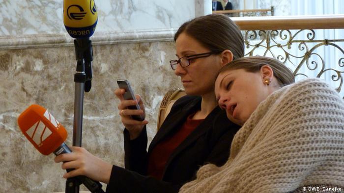 Журналисты спят во Дворце независимости в Минске в ожидании окончания переговоров нормандской четверки