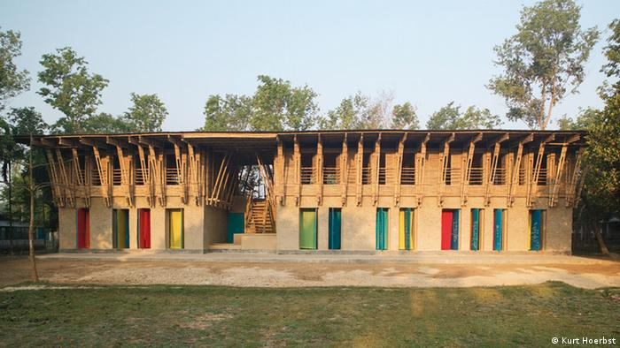 Hecha de arcilla: Anna Heringer planeó esta escuela en Bangladesh con su colega Eike Roswag.