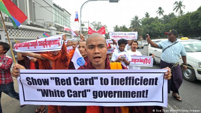Protest gegen die Einführung des Wahlrechts für White Card-Inhaber in Myanmar