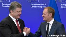 12.2.2015*** Ukrainian President Petro Poroshenko (L) shakes hands with European Council President Donald Tusk (R) during a European Union leaders summit in Brussels February 12, 2015. Poroshenko hailed solidarity from EU leaders at a summit in Brussels on Thursday and accused Moscow and pro-Russian rebels of taking the offensive after a deal was reached for a truce to start on Sunday. REUTERS/Eric Vidal (BELGIUM - Tags: CIVIL UNREST POLITICS TPX IMAGES OF THE DAY CONFLICT)
