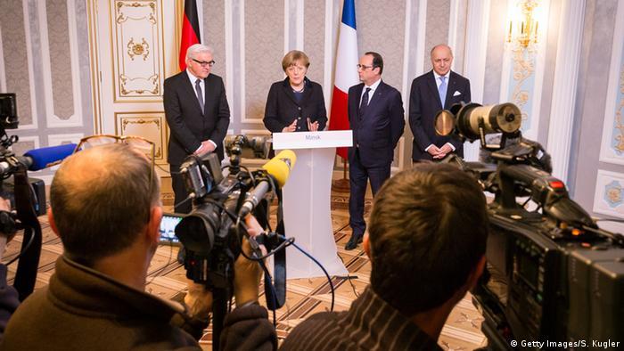Frank-Walter Steinmeier mit Angela Merkel Francois Hollande und Laurent Fabius in Minsk
