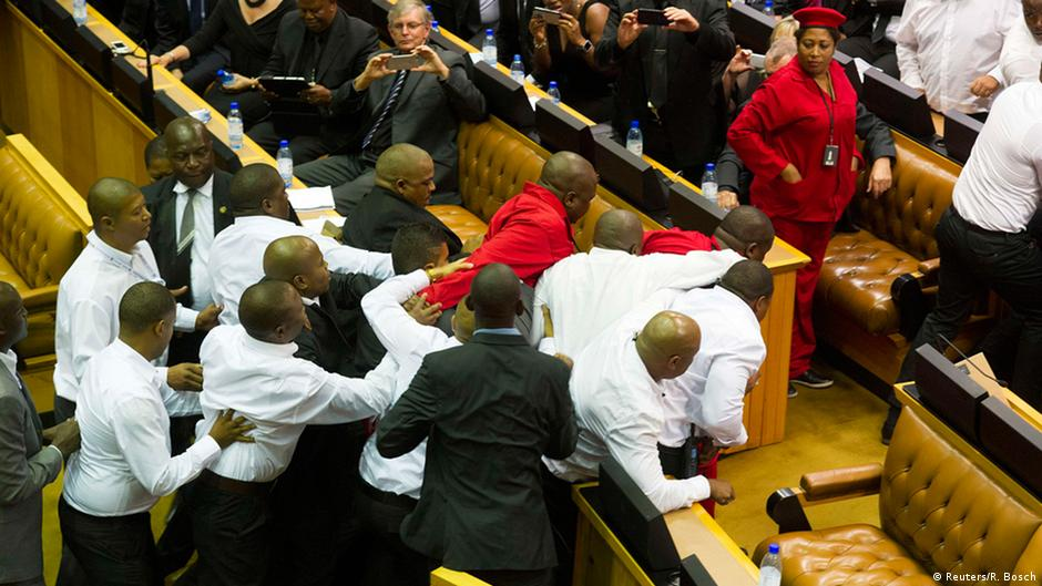 Chaos during state of the nation address in South Africa   DW   13.02.2015