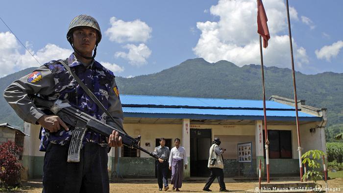 Myanmar Soldat an der Grenze zu China Kokang Minderheit