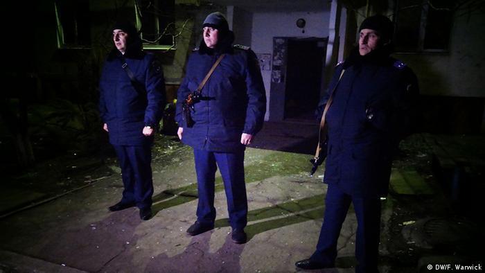 Ukrainian police guarding buildings (Photo: Filip Warwick)