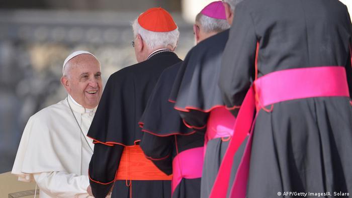 Vatikanstadt Papst Franziskus mit Kardinälen