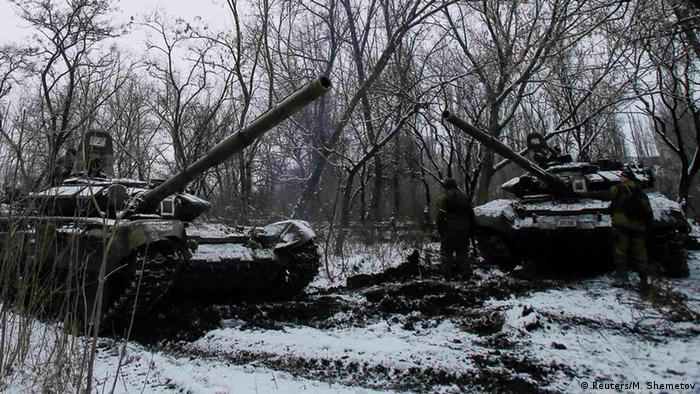 Российские танки без опознавательных знаков в Донбассе (фото из архива)