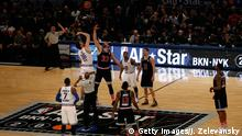 15.02.2015 NEW YORK, NY - FEBRUARY 15: Pau Gasol #16 of the Chicago Bulls and the Eastern Conference tips off against Marc Gasol #33 of the Memphis Grizzlies and the Western Conference during the 2015 NBA All-Star Game at Madison Square Garden on February 15, 2015 in New York City. NOTE TO USER: User expressly acknowledges and agrees that, by downloading and/or using this photograph, user is consenting to the terms and conditions of the Getty Images License Agreement. (Photo by Jeff Zelevansky/Getty Images)