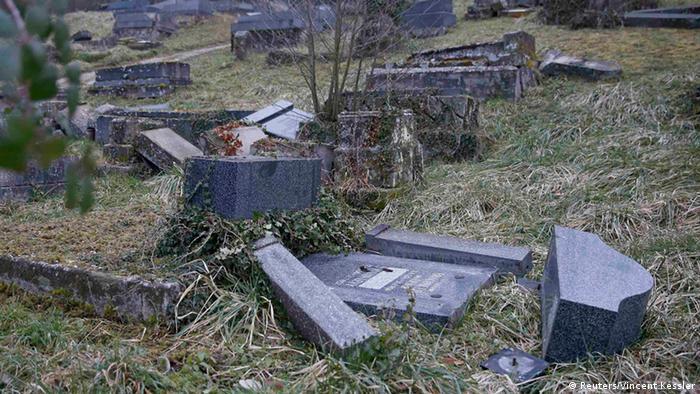 Geschändete jüdische Gräber in Frankreich (Foto: Reuters)