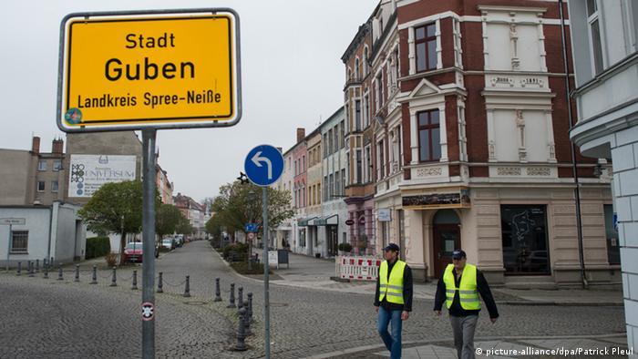 Stadtschild Guben (picture-alliance/dpa/Patrick Pleul)