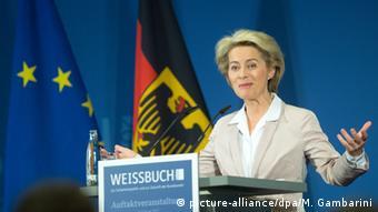 Bundesverteidigungsministerin Ursula von der Leyen Weißbuch 2016