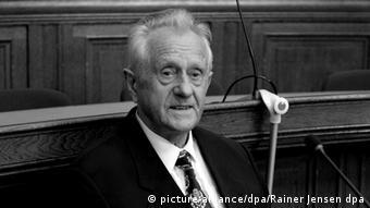 Ο εκτελεστής του Όνεζοργκ, Κάρλ Χάιντς Κούρας, ενώπιον δικαστηρίου το 2009 για άλλη υπόθεση