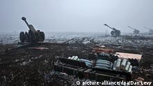 Artillery pieces of the Donetsk People's Republic on the outskirts of Debaltsevo, Donetsk Region on February 15, 2015. Photo: Dan Levy/RIA Novosti/dpa (Zu dpa Der Zeitplan zum Frieden in der Ukraine vom 17.02.2015) +++(c) dpa - Bildfunk+++