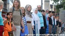 Bezirk Neukölln Flashmob gegen antisemitische Hetze Berlin Menschenkette Deutschland