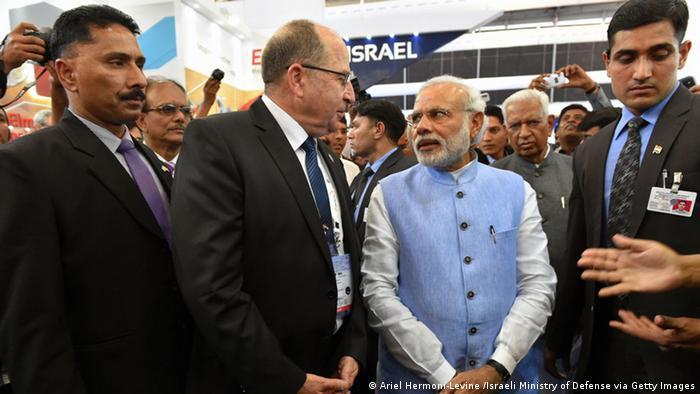 Indien Bangalore Moshe Ya'alon bei Narendra Modi