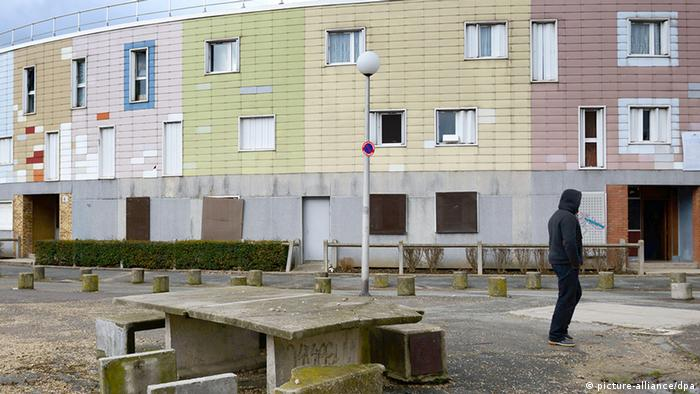 Run-down estate in Grande Borne in Grigny (picture-alliance/dpa)