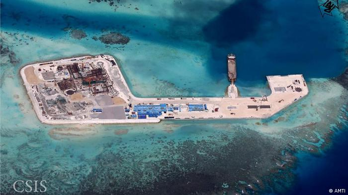 ¿Zona territorial ajena? Pekín construye una isla para una base militar sobre el Gaven Riff, como ya lo ha hecho en Johnson South Reef, Cuateron Reef y el Fiery Cross Reef, territorios marinos en disputa con Filipinas y Vietnam.