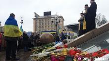 Kirchlicher Beistand: Die ukrainische orthodoxe Kirche hat die Proteste von Anfang an unterstützt und gedenkt jetzt mit den Demonstranten in Kiew Alle von Frank Hofmann, DW-Korrespondent in Kiew gemacht.