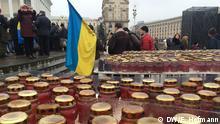 Kerzen der Trauer auf dem Maidan: tausende wollen hier am Wochenende der Toten der Revolution gedenken. Alle von Frank Hofmann, DW-Korrespondent in Kiew gemacht.