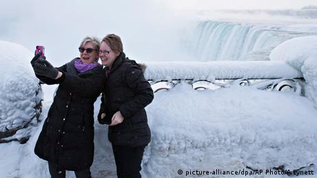 USA Kanada Niagarafälle eingefroren (picture-alliance/dpa/AP Photo/A.Lynett)