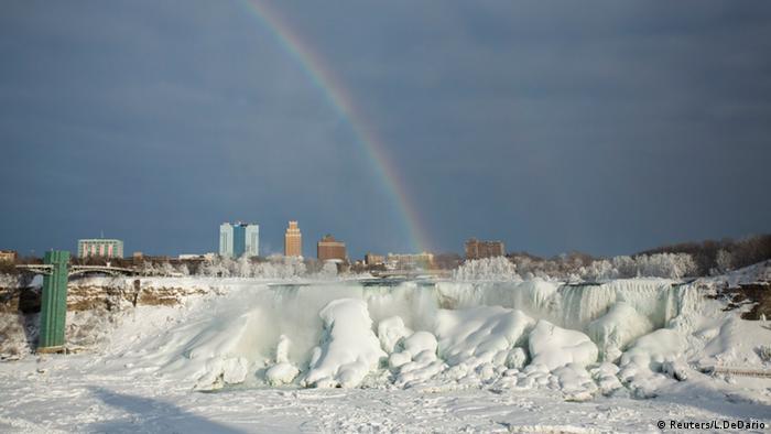 USA Kanada Niagarafälle eingefroren (Reuters/L.DeDario)