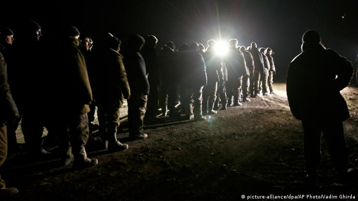 Ukraine und Separatisten starten Gefangenenaustausch (picture-alliance/dpa/AP Photo/Vadim Ghirda)