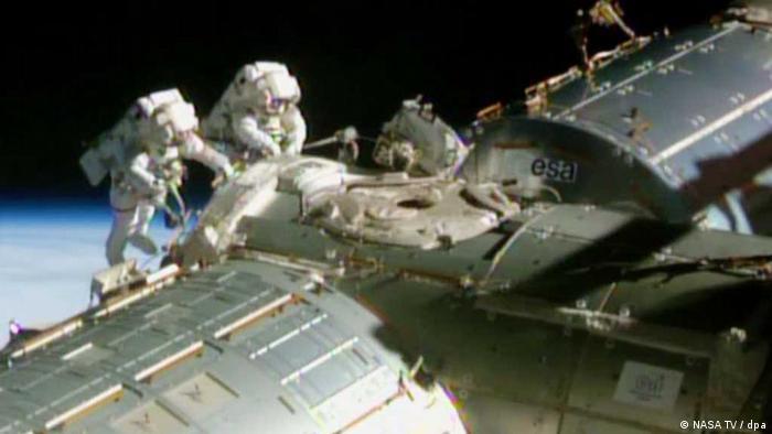 ISS Außeneinsatz Kabelverlegung